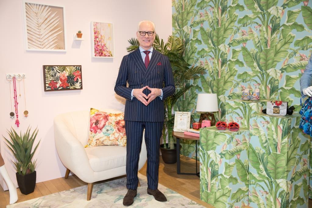 Tim Gunn & Command Brand - Feminine & Tropical Floral Trend