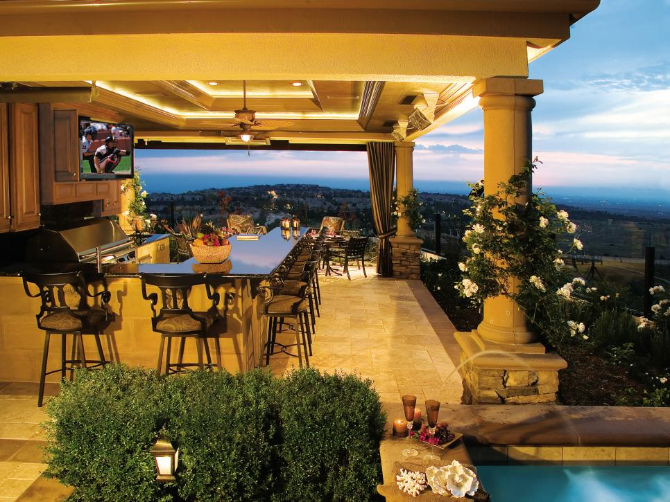 Outdoor Luxury Kitchens