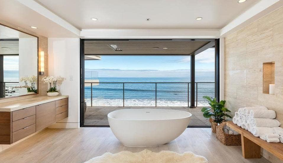 Kevin Durant bath Malibu