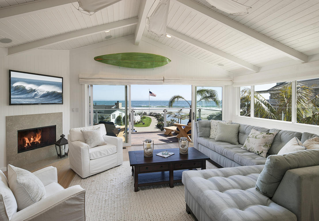 Ashton Kutcher Mila Kunis beach house living