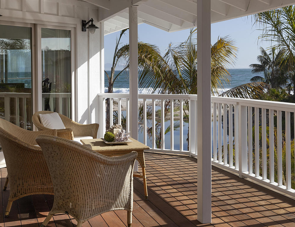 Ashton Kutcher Mila Kunis Beach House balcony