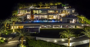 1-1-the-most-expensive-home-in-USA-beyonce-jay-z-Los-Angeles-bel-air-luxurious-exterior-design-white-4-storey-mansion-palms-swimming-pool-helipad-panoramic-windows-garage