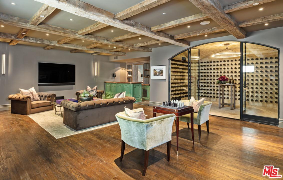The Art Of Elegant Living A Regal Cigar Room Of One S Own