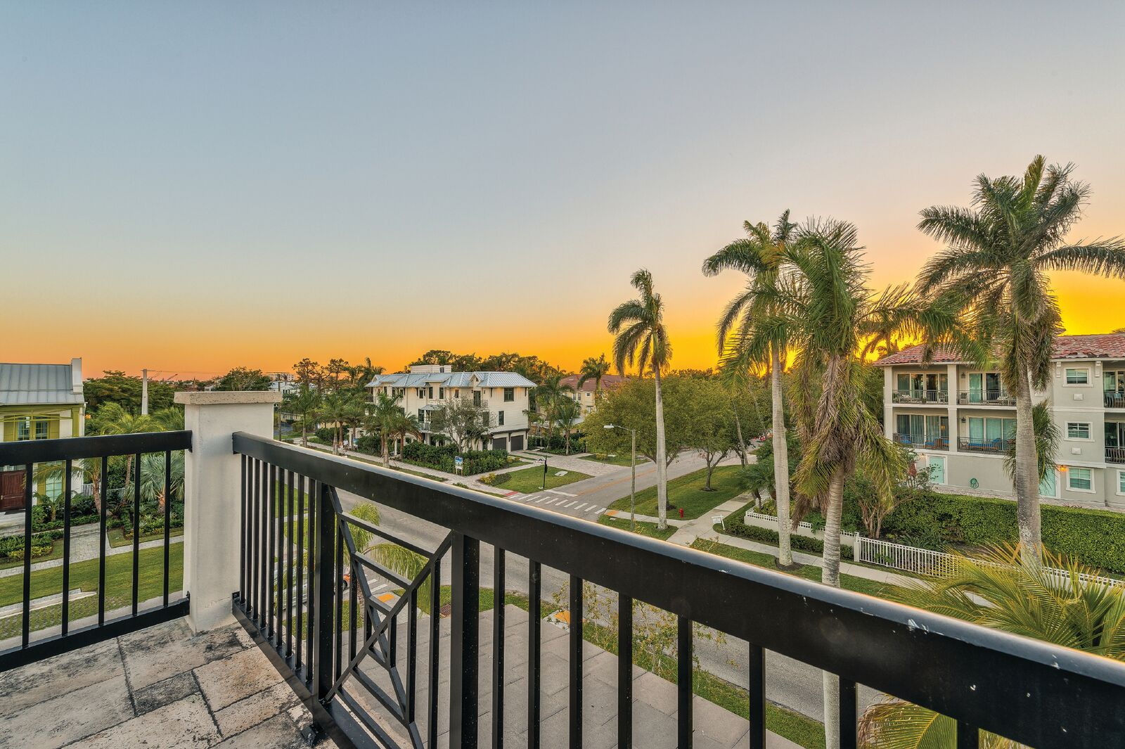 875 9th St S Naples, FL 34102