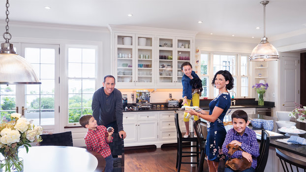 Jerry Seinfeld and family in East Hampton kitchen