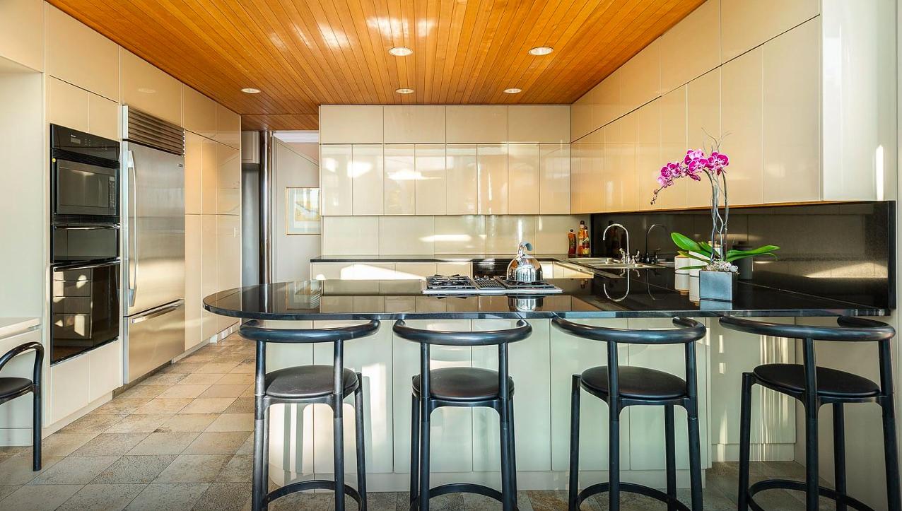 Custom Luxury Kitchens