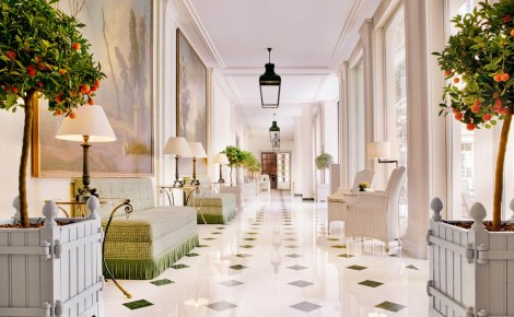 Le_Bristol_Paris_hallway