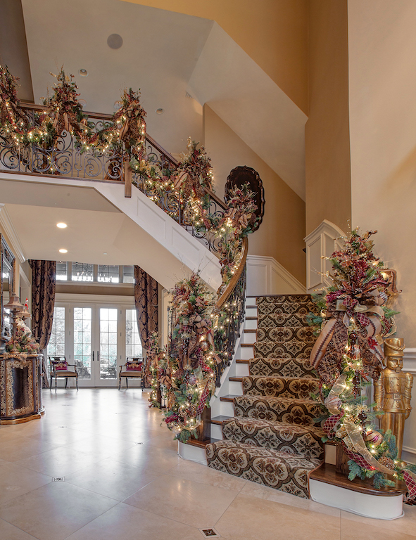 Linly-Designs-Luxury-Christmas-Decor-and-Decorating-5