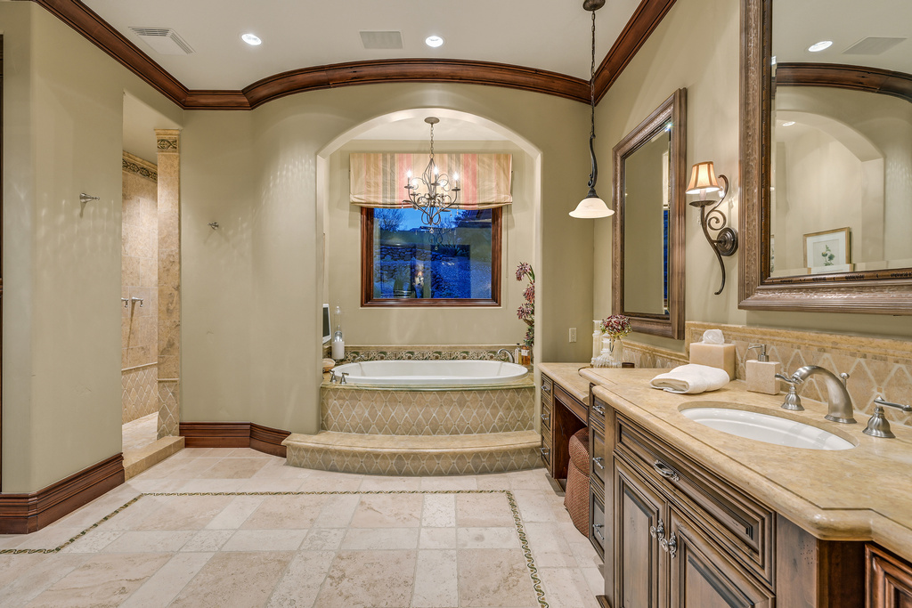 Marques Primary Bathroom (2)