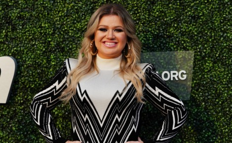 Kelly Clarkson May 2021 Article